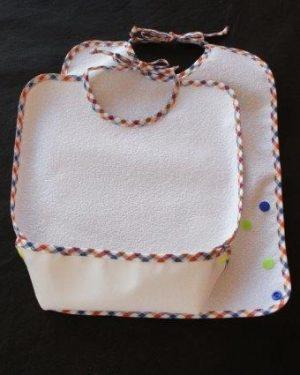 Babero mediano rizo con bolsa